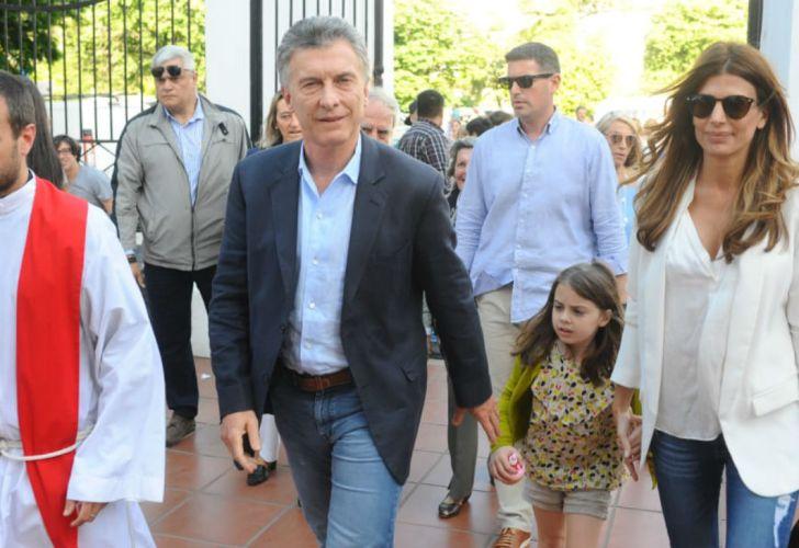 Mauricio Macri, Juliana Awada y Antonia en la confirmación de Valentina, la hija mayor de Juliana.