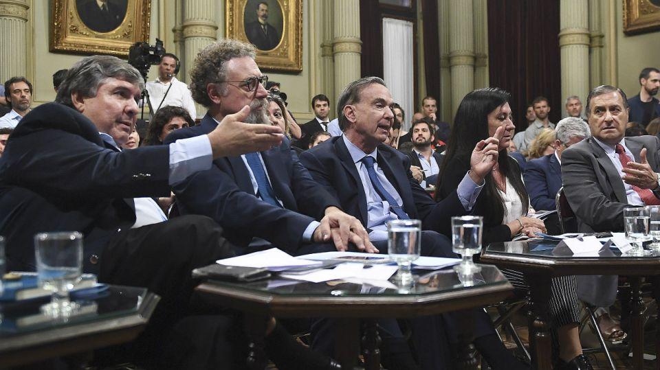 Los senadores Jose Mayans, Alfredo Luenzo, Miguel Angel Pichetto, y Angel Rosas. preseupuesto 2019