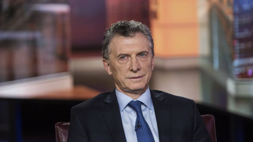 Fitch baja a negativa la perspectiva de la deuda argentina