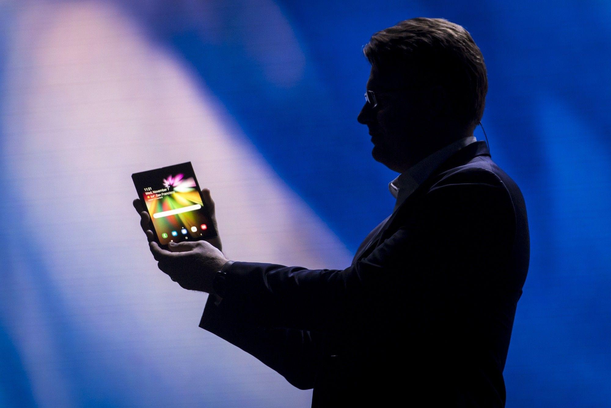 El increíble teléfono plegable de Samsung podría revivir a la industria tecnológica
