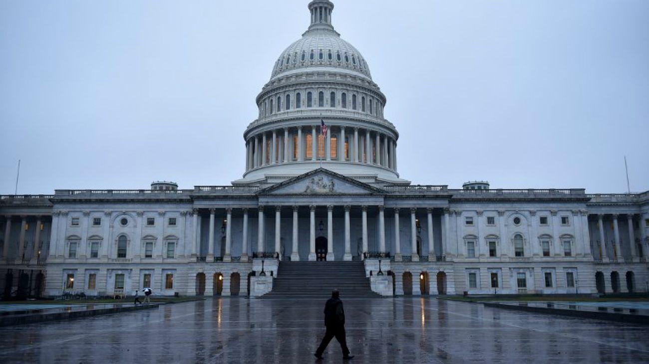 El 39% de los electores que asistieron este martes a las urnas por la Cámara de los Representantes en las elecciones de medio término dijeron que su sufragio fue en contra del presidente Donald Trump