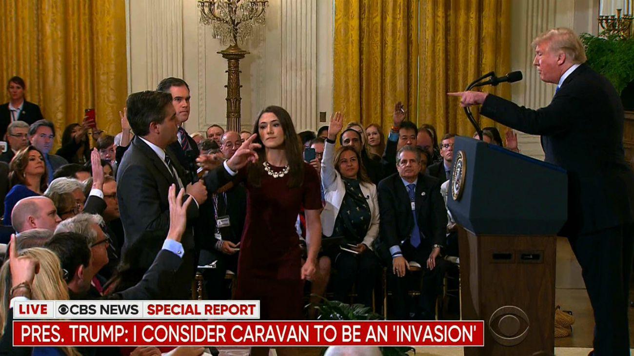 Rivales CNN y Fox se alían en la lucha contra decisión de Trump