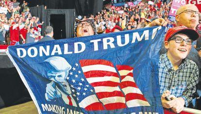Unos contra otros. La figura del presidente norteamericano es disruptiva. Para unos es el mejor; para otros, el peor.