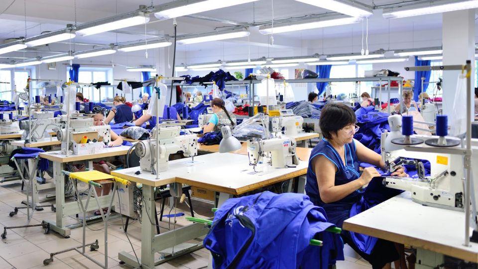 Avanzada. La industria textil trabaja con la mitad de capacidad instalada por las importaciones.