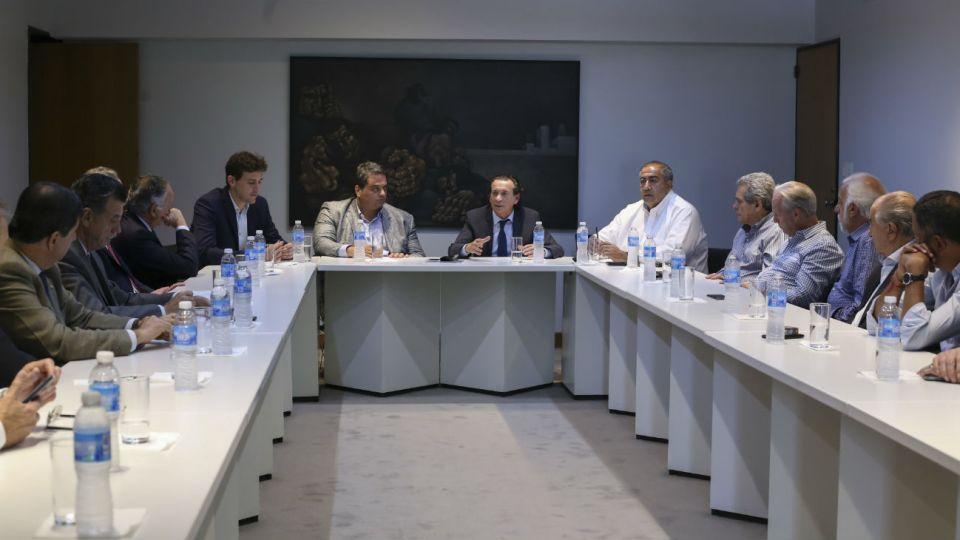 El ministro de Producción, Dante Sica, y el secretario de Trabajo, Jorge Triaca durante la reunion que mamtuvieron con la CGT y empresarios.