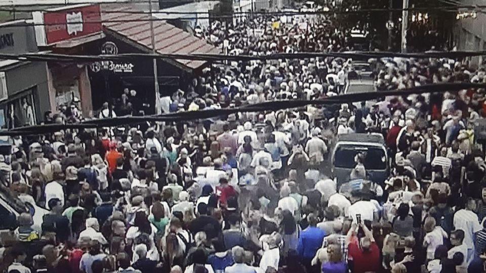 Los manifestantes se movilizaron en el boulevard Ballester y Alvear, a metros de la comisaría 2da.