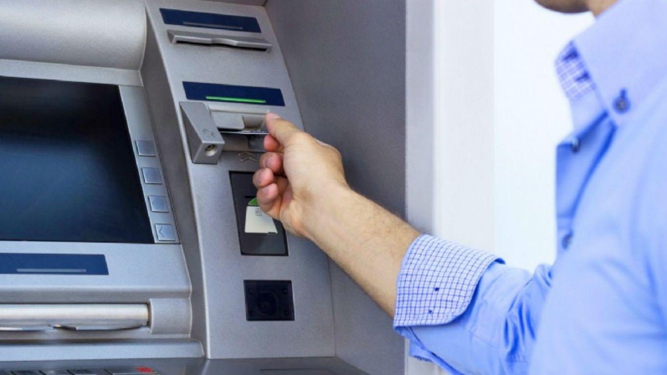 Aumentan a $15.000 el tope para retirar efectivo de cajeros automáticos