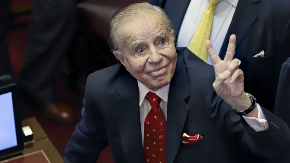 Carlos Menem votó en contra de que Macri salga del país.