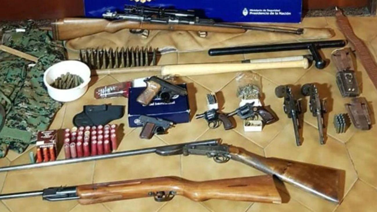 Las armas secuestradas a los detenidos por su presunta relación con Hezbollah.