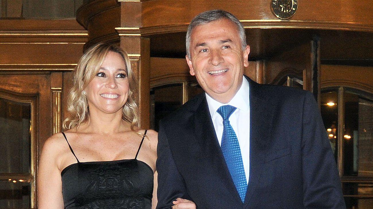 Tulia Snopek, novia del gobernador de Jujuy, en una fiesta en el Alvear con Morales.