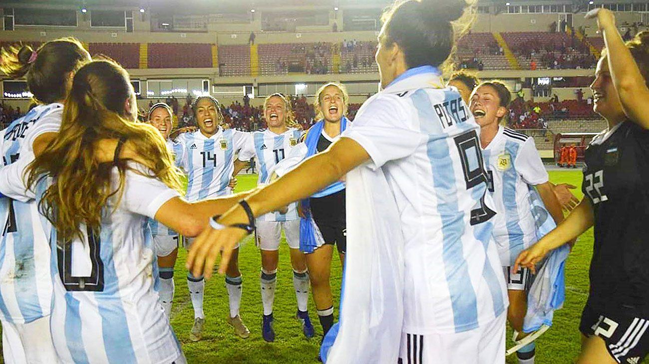 Selección. Así festejaron las chicas después de clasificarse al Mundial de Francia 2019.