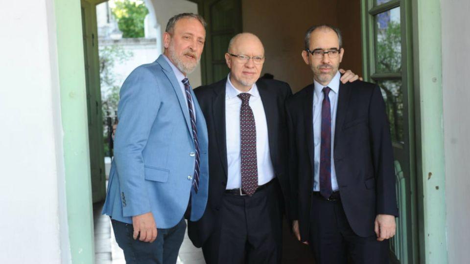 Edi Zunino, editor de Noticias; Jorge Fernandez Díaz, escritor y periodista; y Gustavo González, Presidente y CEO de Editorial Perfil.