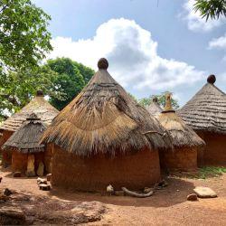 En el país africano conviven las tradiciones ancestrales con la religión católica. Pero allí se especializan en proveer todo lo necesario para la prácticas de los rituales.