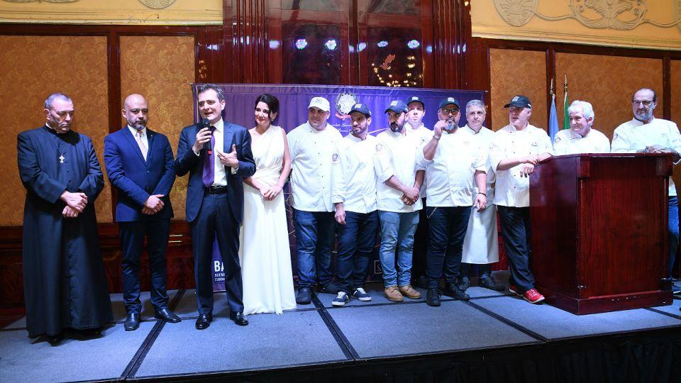El cónsulo Smimmo comparte el escenario junto a Varano y los máximos referentes de la cocina italiana.