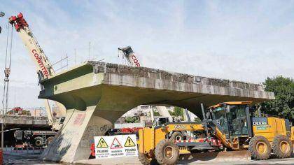 Se tuvo que demoler el Puente de la Reconquista para avanzar con la construcción del viaducto del tren San Martín.
