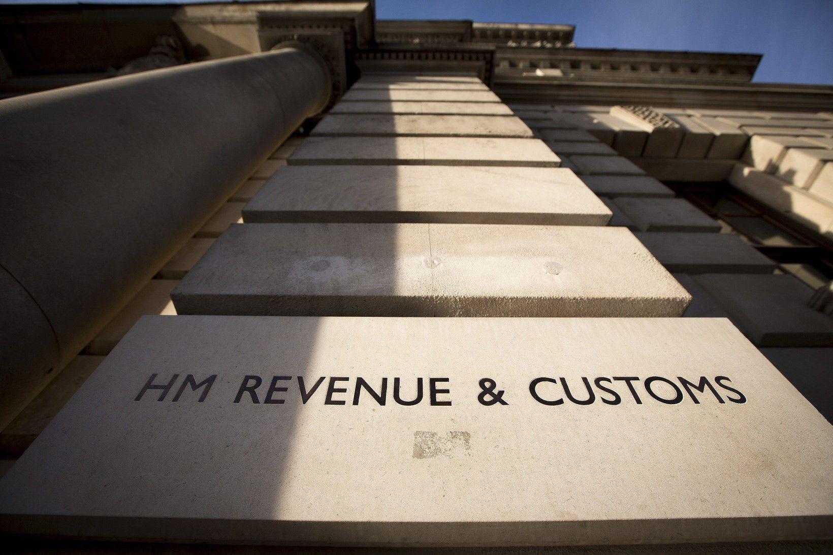 Mystery Bank Wants to Keep Bonuses Secret in Credit Suisse Trial