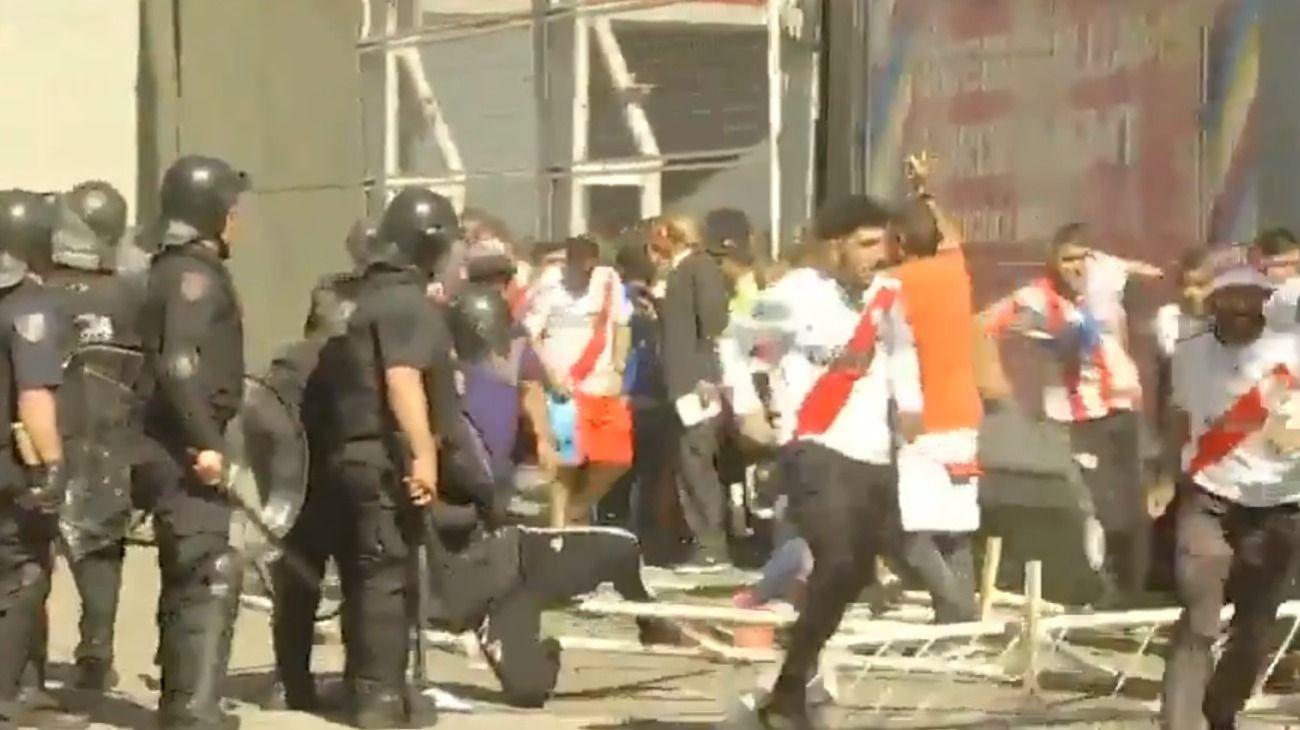 Incidentes en las inmediaciones del Monumental.