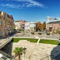 Ubicada en el sur de Bulgaria, comparte la designación junto a la italiana Matera. Raíces en la prehistoria, ruinas romanas y jabones artesanales para comprar marcarán la visita.