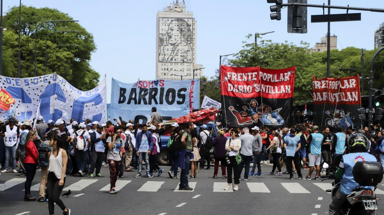 Una serie de manifestaciones de grupos políticos y sociales alterará la normalidad del tránsito en avenidas y accesos de la Ciudad de Buenos Aires.