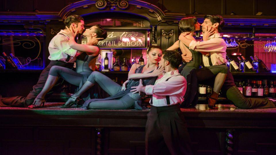 Esta casona de 1920 invita a descubrir sus antiguos misterios, a situarse en la Buenos Aires de principios de siglo XX. Un viaje nostálgico por el arte, la cultura y la gastronomía de la época de oro del tango.