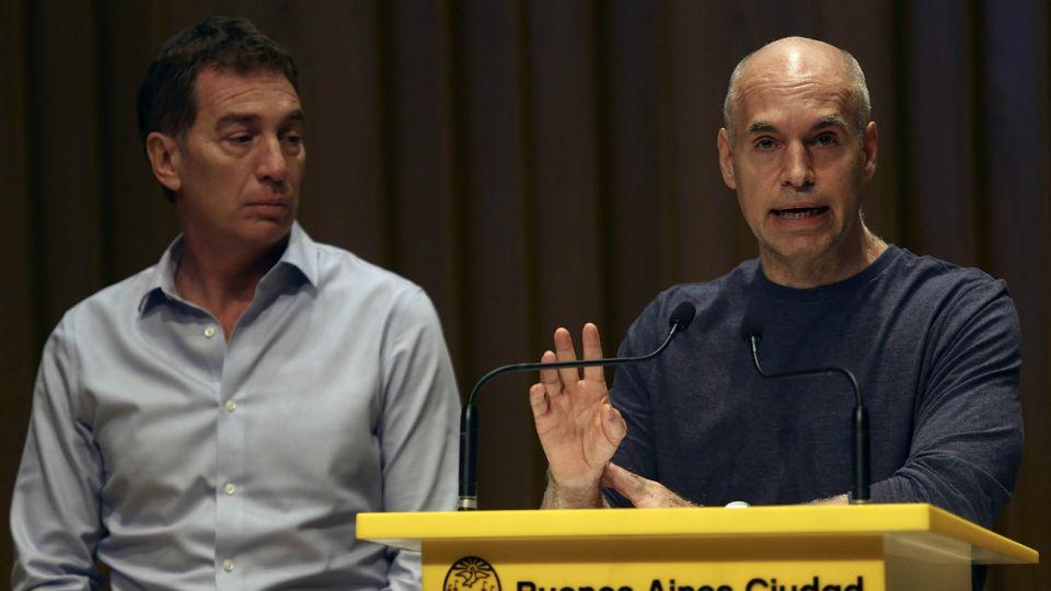 Larreta y Santilli, al frente de la conferencia de prensa.