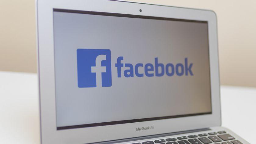 Roban a Google y Facebook 122 millones de dólares