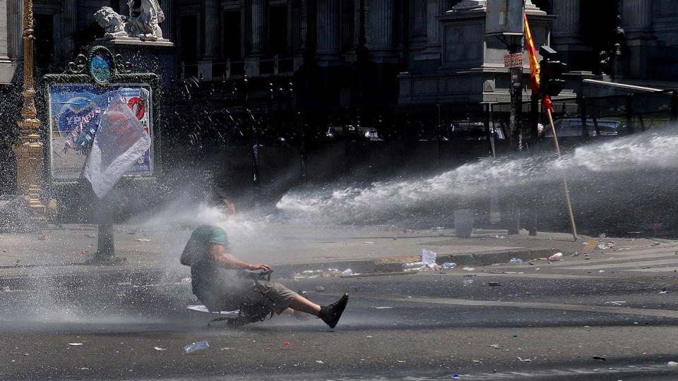 Una feroz batalla se desató el 14 de diciembre de 2017 en las afueras del Congreso por la reforma previsional, entre la la Policía y manifestantes.