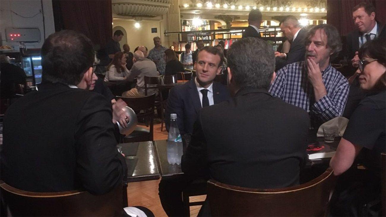 Emmanuel Macron visitó la librería El Ateneo Splendid