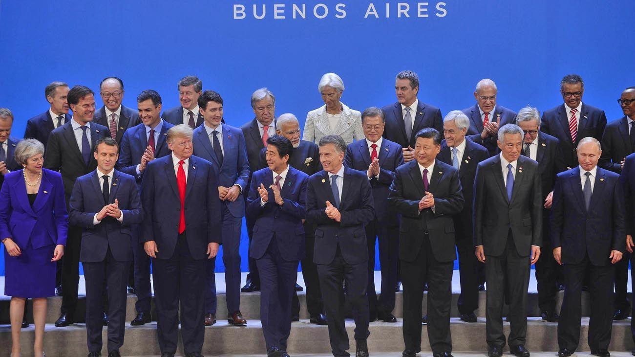 Familia. El presidente norteamericano, Donald Trump, fue el centro de atención en el primer día de la cumbre por sus desplantes y la presión que impuso en la guerra comercial con China. Macri seguirá hoy con una agenda cargada.