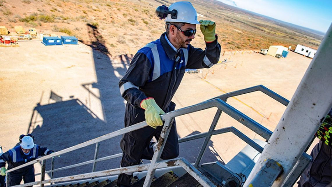 From 2013 to 2015, Argentina's public institutions allocated an average of US$1.4 billion for fossil fuel energy projects and only US$4 million for renewable energy projects.
