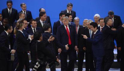 """En el centro. Donald Trump fue el gran protagonista de la jornada. Faltó a la reunión a solas de mandatarios porque se tomó """"tiempo ejecutivo para hacer llamados""""."""