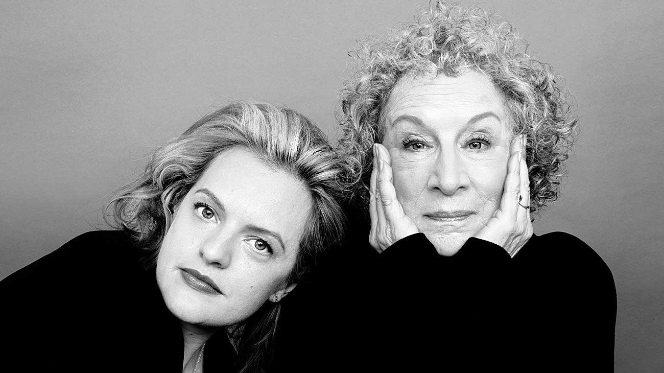 Dúo. Elisabeth Moss y Margaret Atwood, actriz principal de la serie y autora de la exitosa novela.