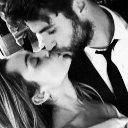 1226_Miley_Cyrus_Liam_Hemswoth_g1