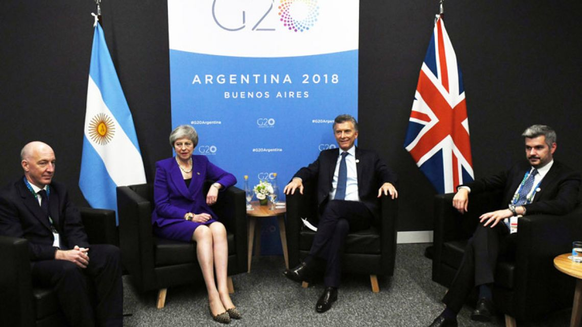 British Prime Minister Theresa May meets with president Mauricio Macri on the sidelines of the G20 Leaders summit. Also pictures are London's Ambassador to Buenos Aires Mark Kent and Cabinet Chief Marco Peña.