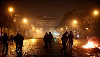 París en llamas. La protesta de los Chalecos Amarillos escaló y los disturbios se esparcieron por toda la capital francesa.