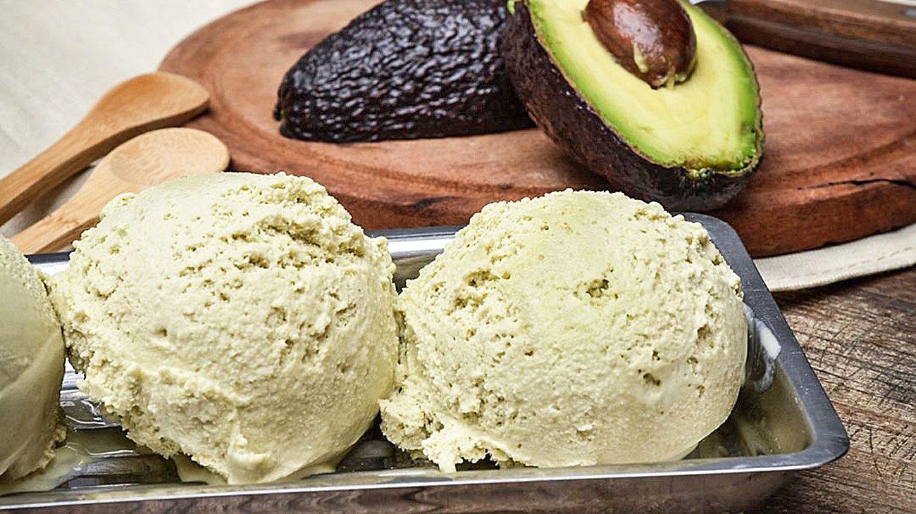 Plus. El helado de palta se puede servir sobre tartas saladas.