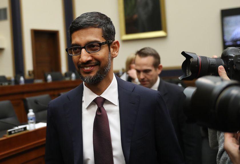 Google explica por qué al buscar idiot aparece Trump
