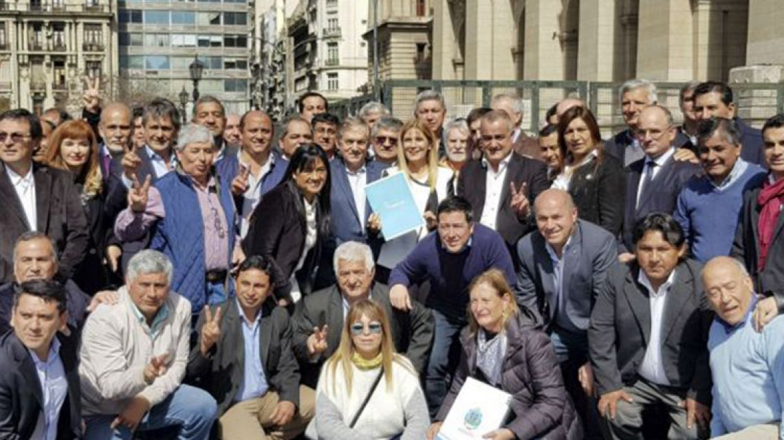 Peronist mayors protest Macri government policies at the national Congress (file).