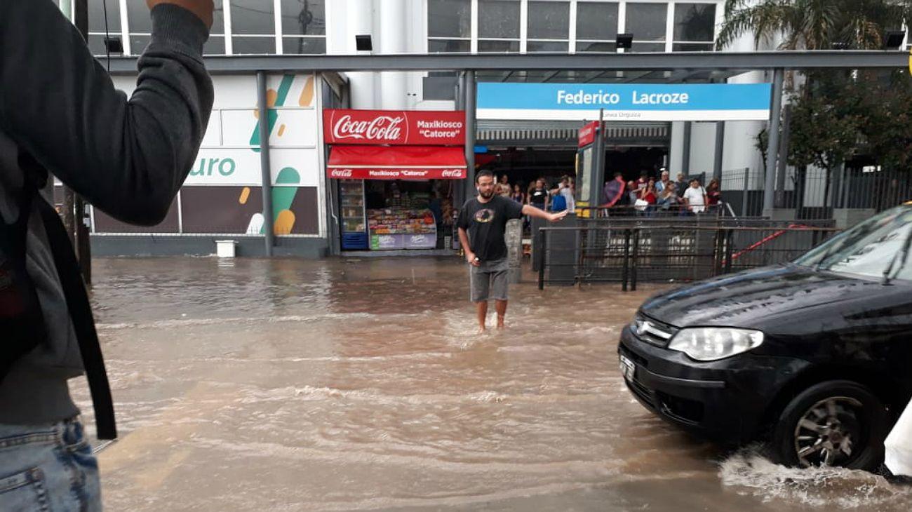 Inundaciones en distintos puntos de la Ciudad.