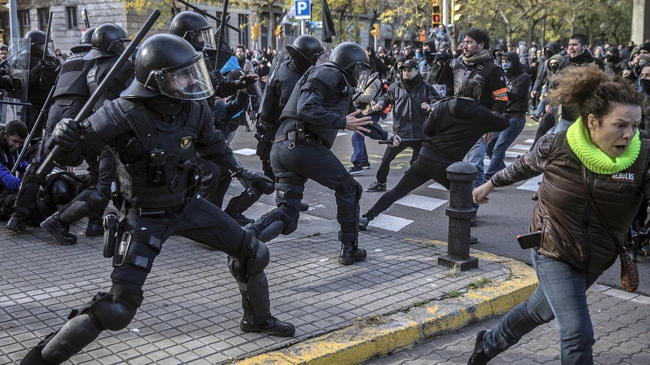 Pedro Sánchez reunió a su gobierno en Barcelona ante la furia de los independentistas