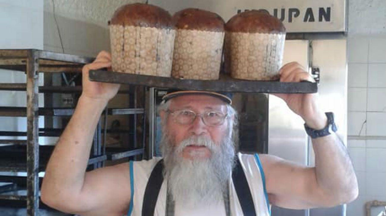 Navidad solidaria: horneó 11.000 panes dulces para los más necesitados
