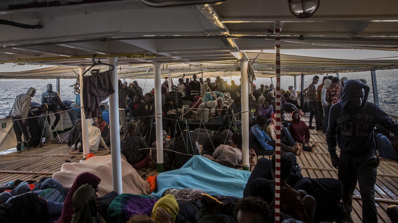 En España recibirán un barco a la deriva con 300 migrantes a bordo