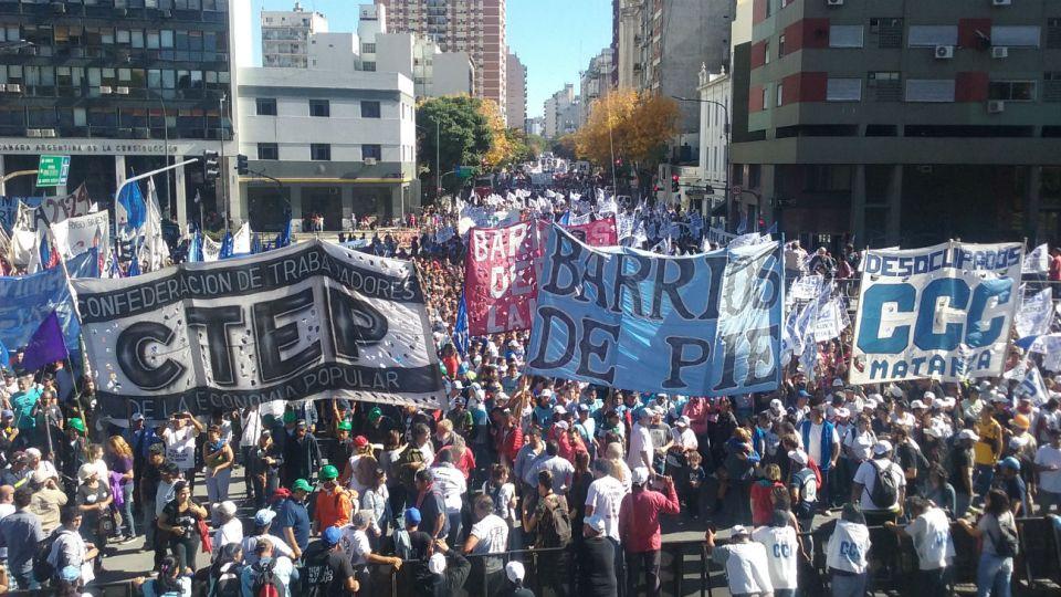 Barrios de Pie, la Confederación de Trabajadores de la Economía Popular y la CCC.