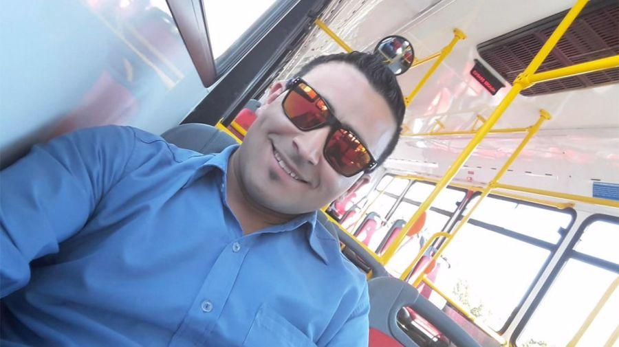 Iván Cabral, el chofer que se hizo famoso por salvarle la vida a un pasajero, ahora fue baleado. Foto: Facebook @Maria-Gonzalez.