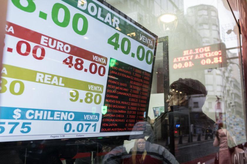 Argentine Peso Tumbles Amid Deepening Economic Crisis Foto Bloomberg