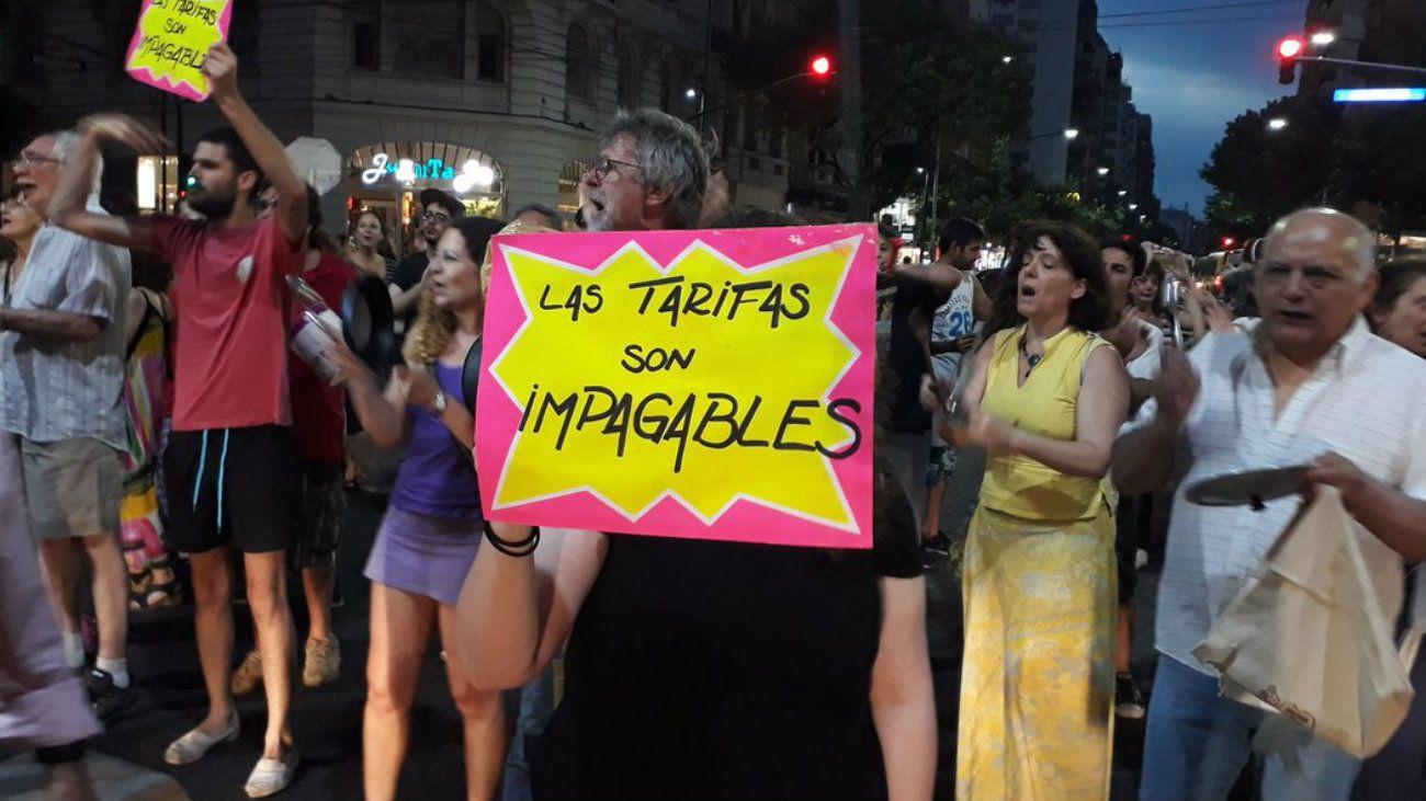 Cacerolazos en la Ciudad contra el aumento de tarifas