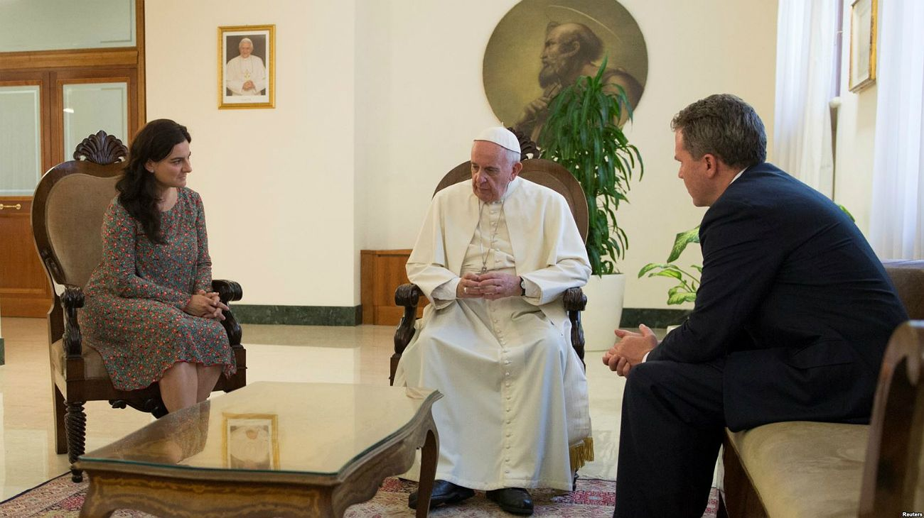 Sorpresiva renuncia en el Vaticano de los voceros del Papa Francisco