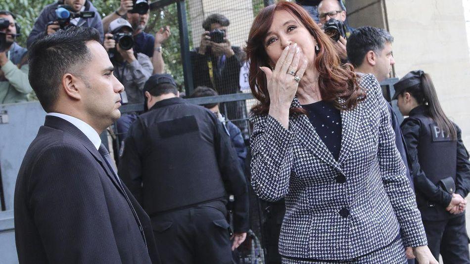 Cristina_saludando