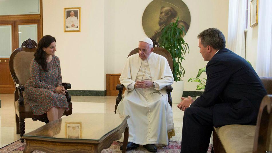 El director de la Oficina de Prensa de la Santa Sede, Greg Burke, anunció su renuncia junto a la vicedirectora, la española Paloma García Ovejero.