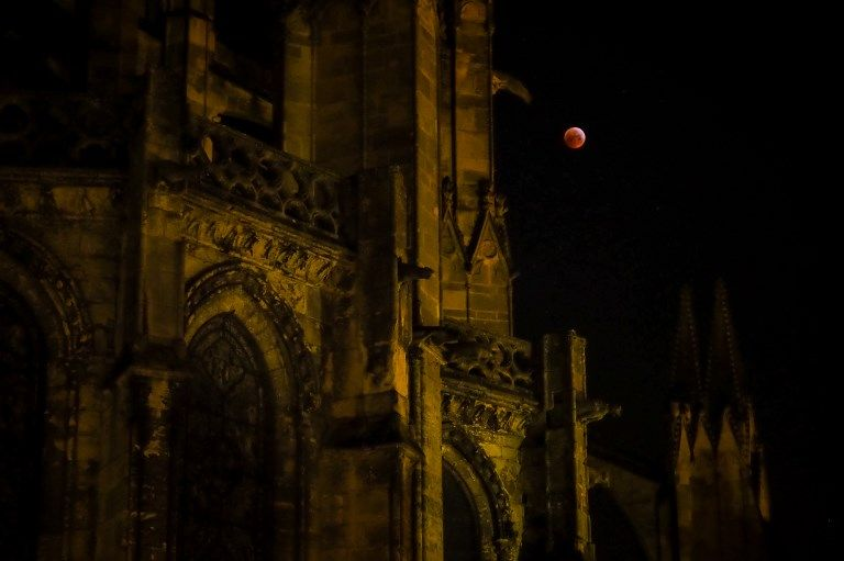 france-eclipse-moon